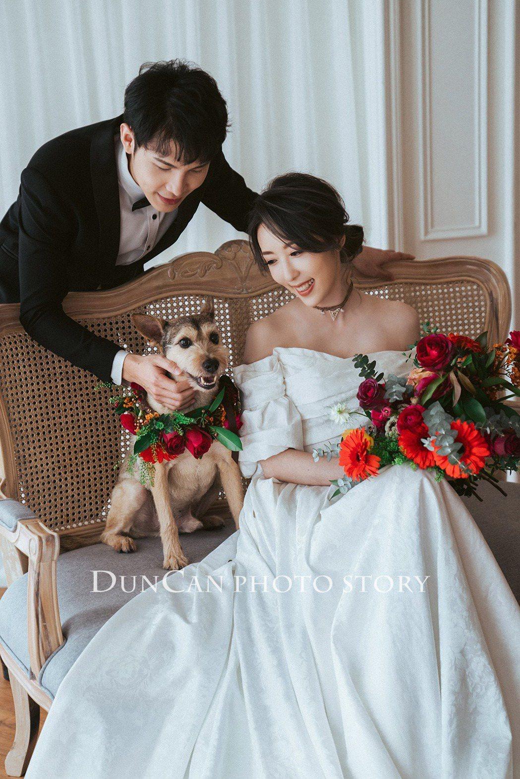 五熊曝光婚紗照。圖/擷自臉書