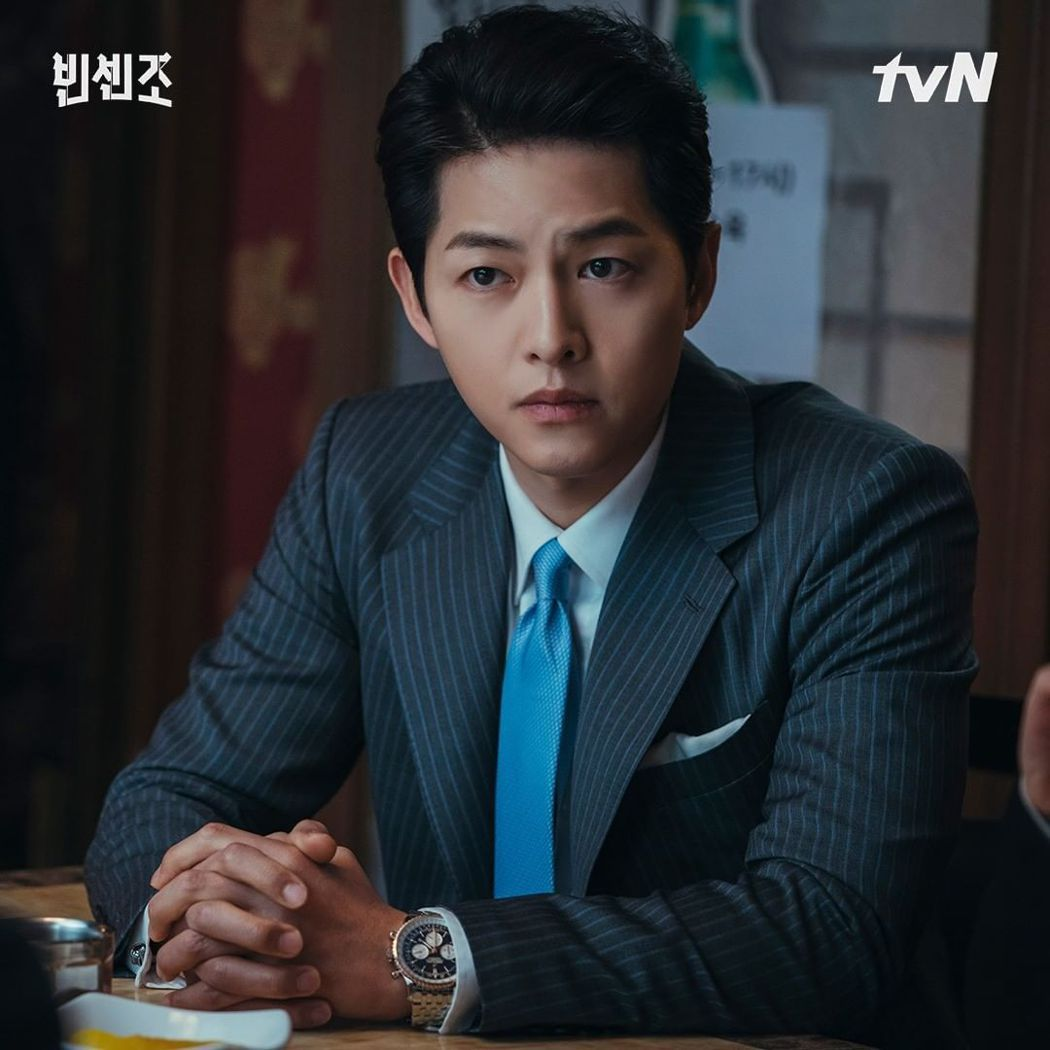 宋仲基在「黑道律師文森佐」劇中穿西裝帥翻粉絲。圖/擷自tvN IG