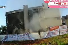 影/救火「轟」一聲房屋瞬間倒塌 打火英雄遭活埋釀5死
