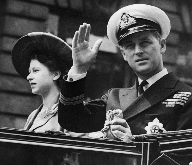 菲立普親王與伊莉莎白二世結褵73年,創下英國王室最長紀錄。美聯社