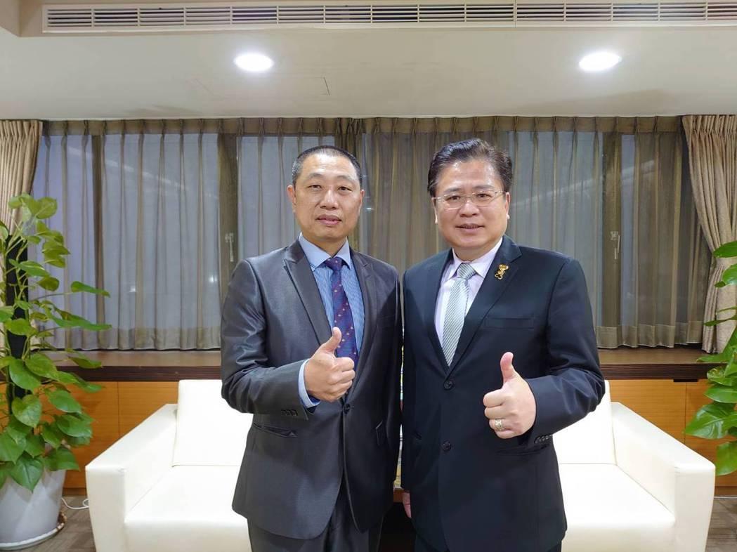 系統公會理事長蔡宗融(左)、商業總會理事長許舒博。 系統公會/提供