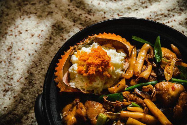 鮮蟹海鮮麻油雞米糕。 圖/Talter Taiwan提供