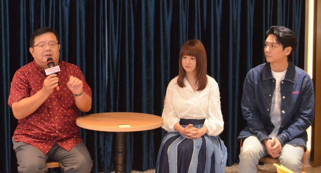 梁志民(左)導演介紹《生命中最美好的5分鐘》劇情內容。  陳慧明/攝影