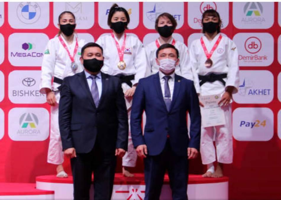 許琳宣(後排右一)代表台灣在2021亞洲大洋洲柔道錦標賽中,拿下季軍。 臺東大學...