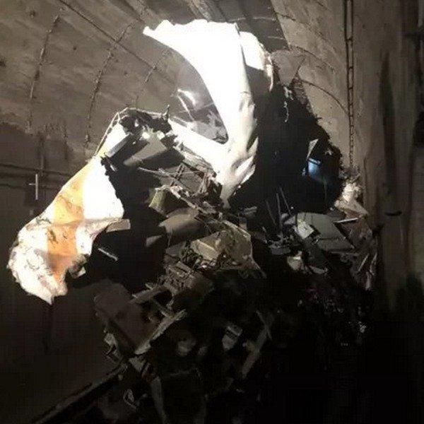 太魯閣號車頭變形如此嚴重,難以想像衝擊當下衝擊有多麼巨大。 圖/台北市政府消防局