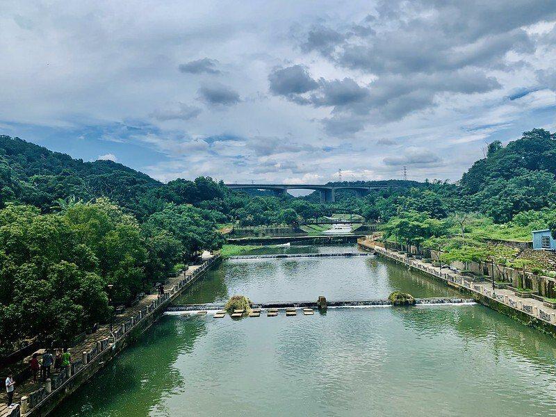 從東安石橋上往牛欄河上游看過去的風景。(2020年5月珍藏影像,amy所攝)