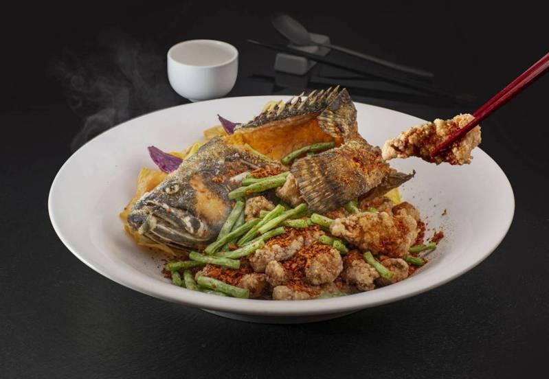 「五香巧手龍虎斑」用的是高雄永安專業養殖每隻都重達1公斤的石斑魚,吃的就是魚肉的Q彈和鮮甜。記者王昭月/翻攝