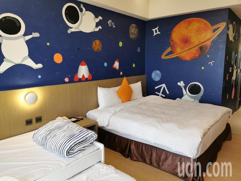 樂億皇家飯店員工彩繪設計親子房,多彩、充滿創意,非常受歡迎。記者卜敏正/攝影