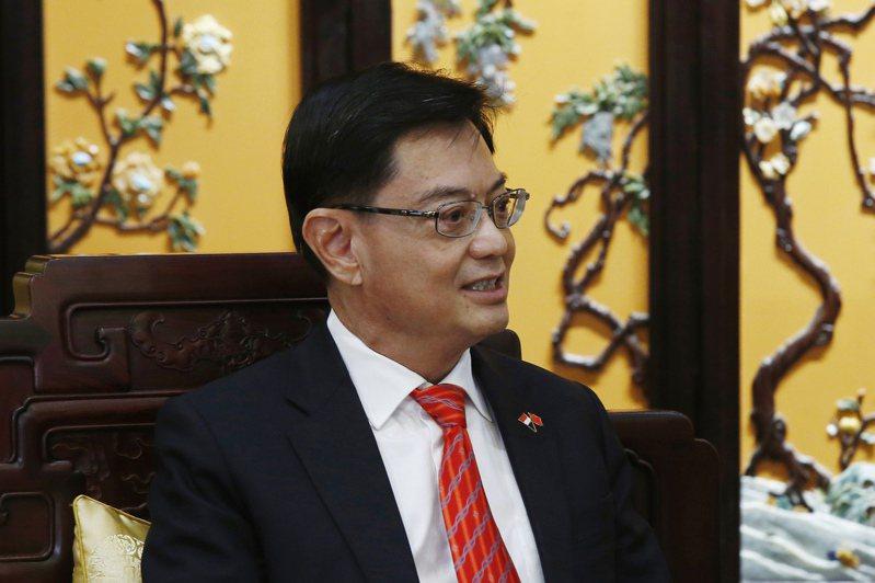 王瑞杰被視為新加坡總理李顯龍第一接班人已是新加坡人共識,但昨天宣布不接班了。 美聯社