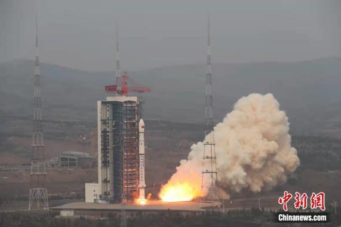 大陸長征四號乙遙四十九運載火箭9日早上在中國太原衛星發射中心點火升空,成功將試驗...