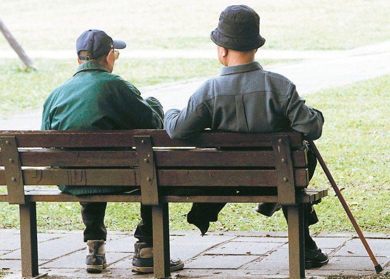 由於國人更長壽,四月起申請請領勞退金的勞工,因為請領時間拉長,月領金額也會變少。圖/聯合報系資料照片