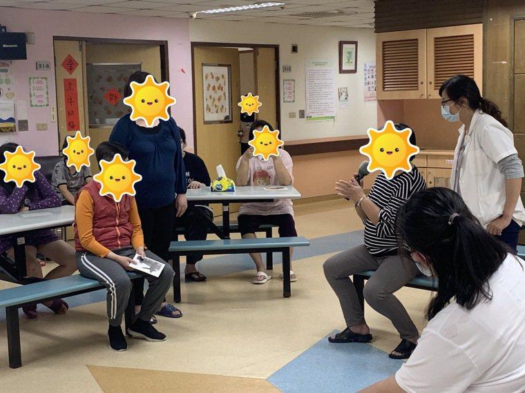 嘉南療養院推出「心理演劇」,團體治療效果佳。圖/院方提供