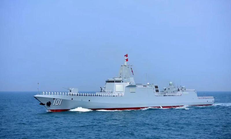 被大陸網友稱為「大驅」的共軍首艘055型驅逐艦「南昌號」。圖/新華網