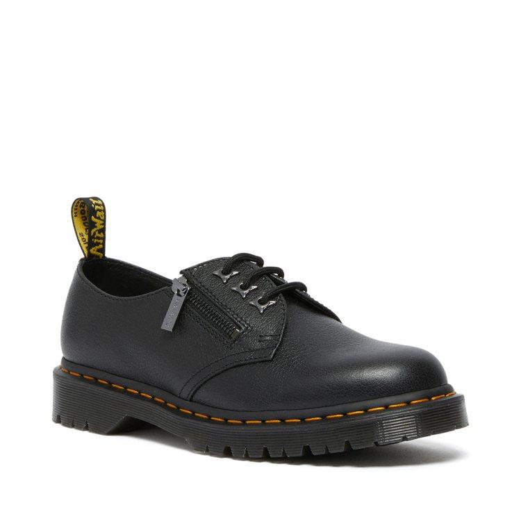 Dr. Martens 1461 Leo Zip三孔馬汀鞋6,880元。圖/合順...