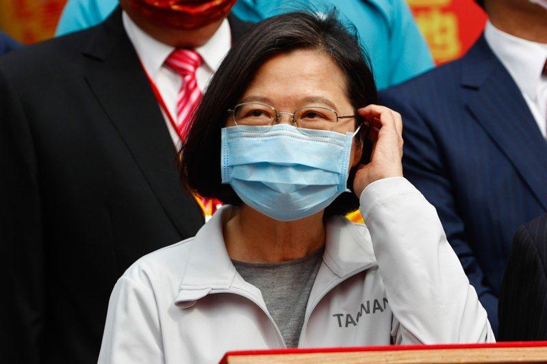 總統蔡英文今天下午抵達鎮瀾宮參與祈安典禮,向有「雨水媽」之稱的大甲媽,祈求早日天降甘霖,解決台灣缺水問題。記者黃仲裕/攝影