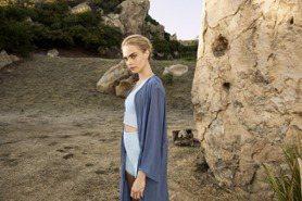 「搞怪超模」卡拉迪樂芬妮代言瑜珈服美翻!時尚品牌關注女性自覺、永續理念成顯學