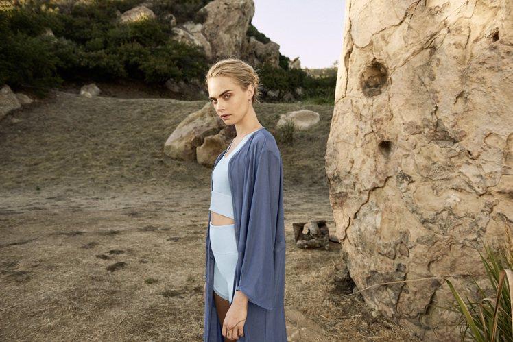 超模Cara Delevingne詮釋PUMA瑜珈系列短版背心1,780元、短褲...