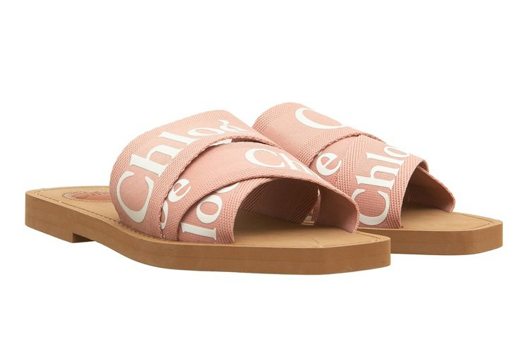Chloé Woody粉色涼鞋,11,900元。圖/Chloé提供