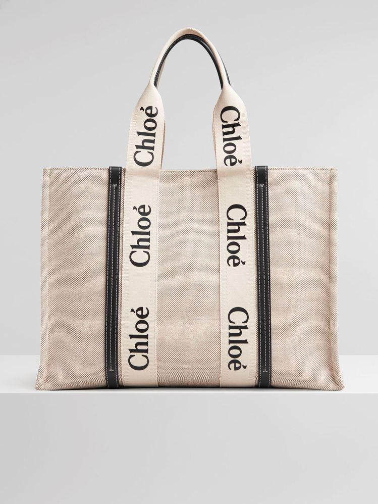 Chloé Woody藍色皮革飾邊大型托特包,34,300元。圖/Chloé提供