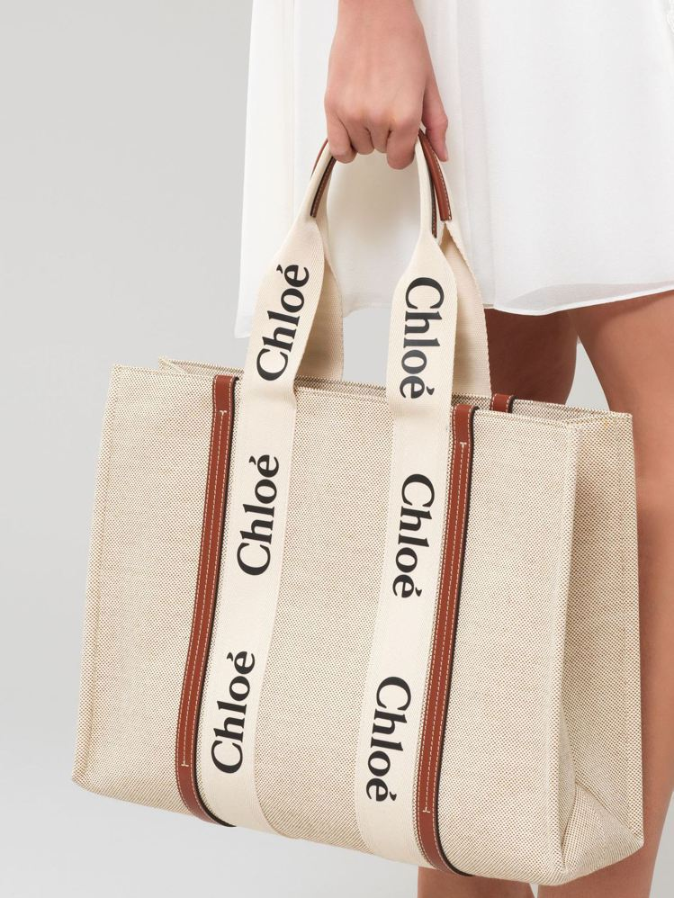 Chloé Woody咖啡色皮革飾邊大型托特包,34,300元。圖/Chloé提...