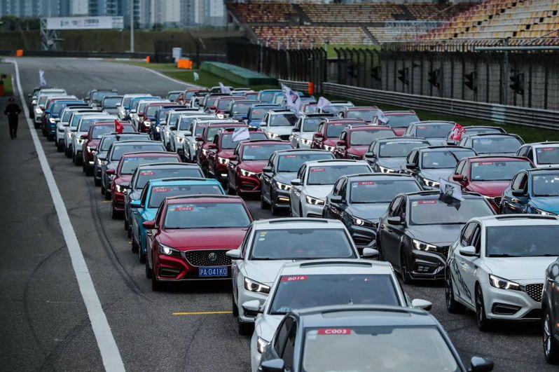 中汽協9日公布,大陸3月汽車銷量252.6萬輛,年增74.9%。 圖/取自新京報