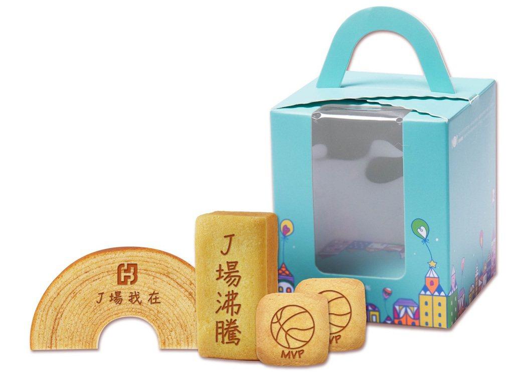 北富銀與元樂年輪蛋糕合作,為富邦勇士主場封關賽特製「J場我在」蛋糕禮盒,使用富邦...