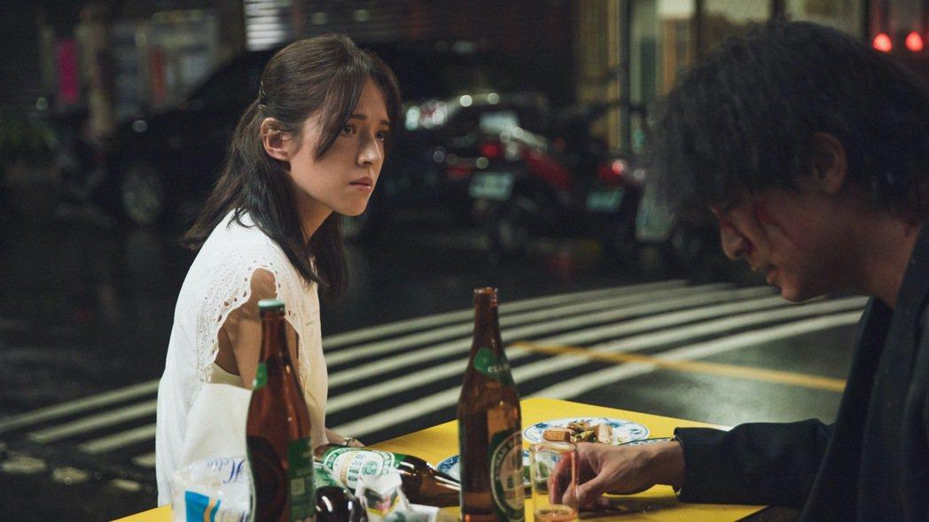 許瑋甯在「當男人戀愛時」一改昔日的微笑女神樣貌,變得格外純樸。圖/金盞花大影業提...