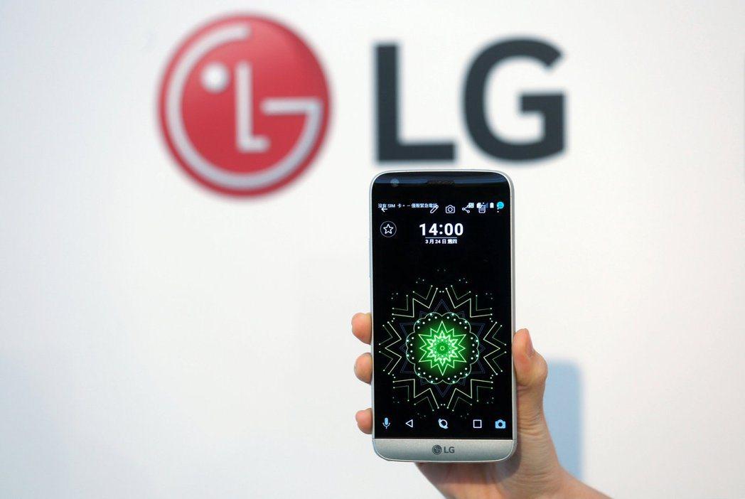 LG電子關閉虧損連連的手機事業,意味著獲利豐厚的北美智慧手機市場將出現空位。圖/...