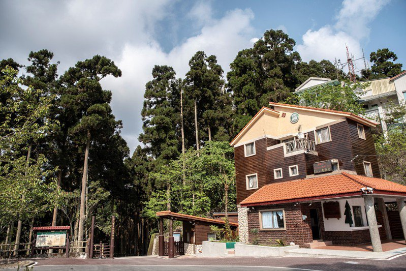 高雄藤枝森林遊樂區休園近12年,即將在5月7日對外開放,每天限制500人入園。圖/林務局提供
