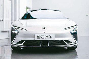 由上汽集團、浦東新區和阿里巴巴集團三方聯合打造的智己汽車,是一款智慧純電汽車。(...