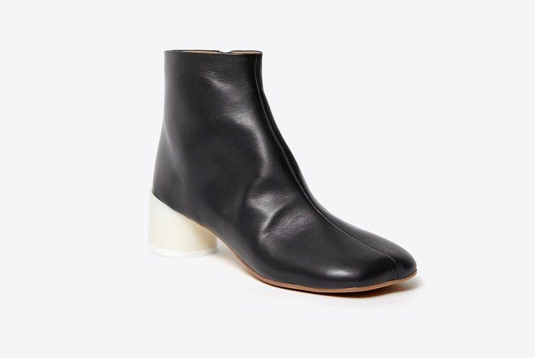 MM6皮面高跟短靴,18,800元。圖/MM6 Maison Margiela提...