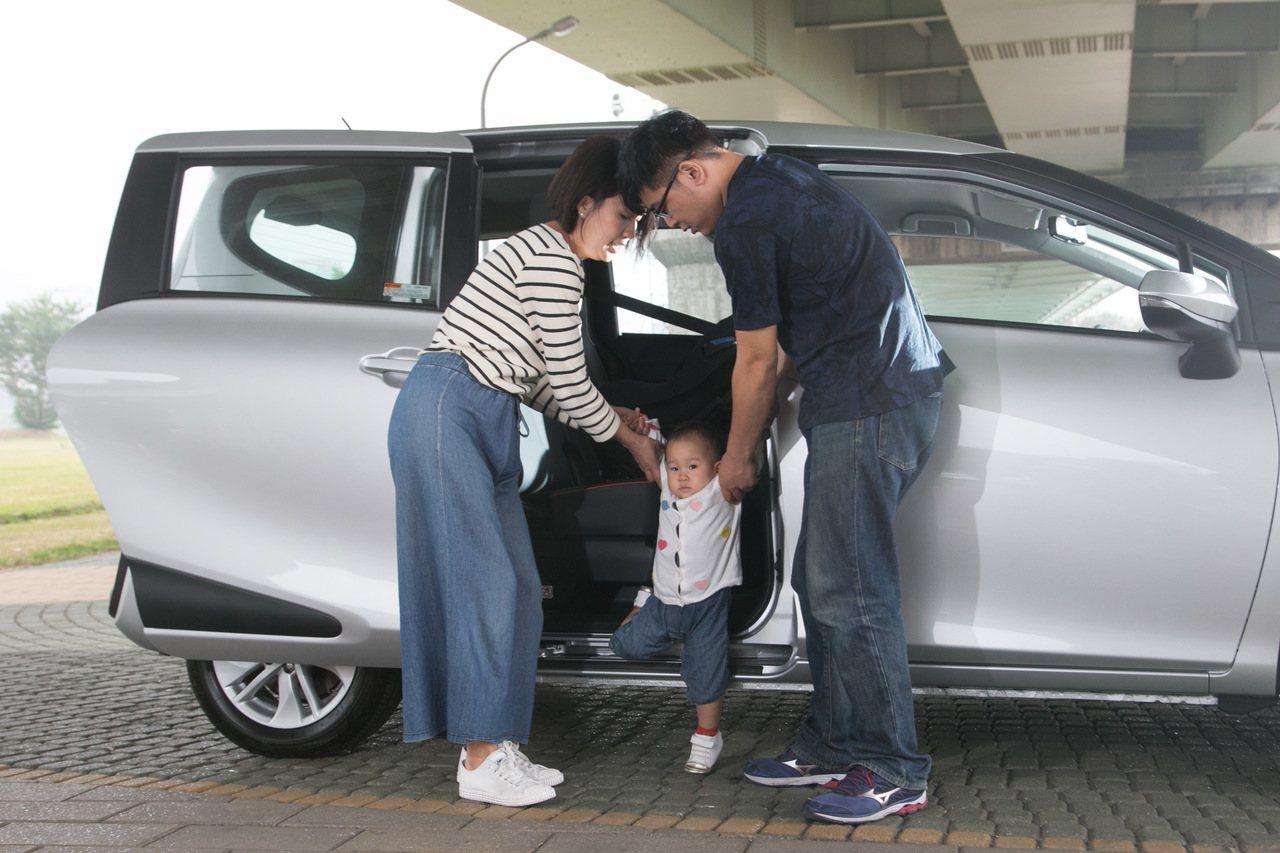 低地板設計的車款,對於長輩及孩童都格外友善。本報資料照片