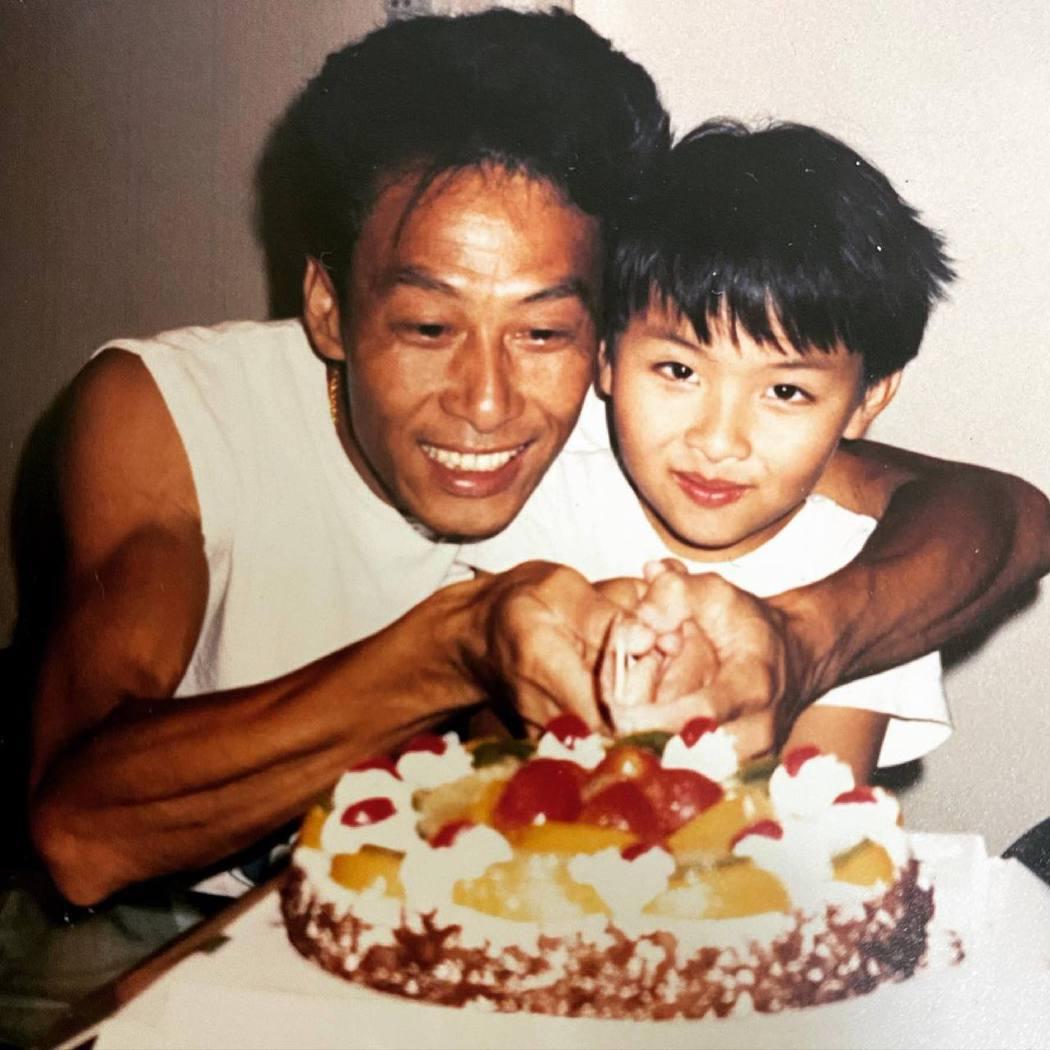 黃榮璋曬出與黃樹棠的父子照。圖/擷自臉書
