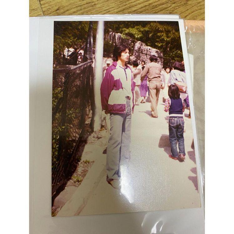 芝妍爸爸年輕時的模樣。圖/擷自IG