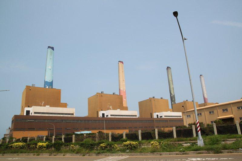 台中「供五停二」限水的第一天,蔡政府宣布重啟台中火力電廠三號機組。 本報資料照片