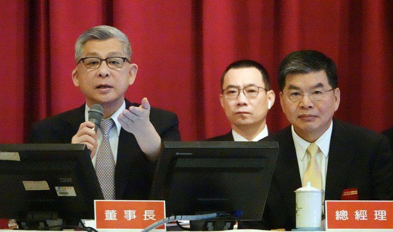 圖為國泰金股東會,董事長蔡宏圖(左)與總經理李長庚(右)出席。記者杜建重攝影/報系資料照