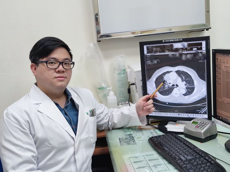 楊崇安指出,肺是人類換氣最重要器官,容易接觸大自然中許多致癌源,如空汙、病毒、細菌,研究顯示近年肺癌有逐漸年輕化趨勢。圖/臺中榮總嘉義分院提供