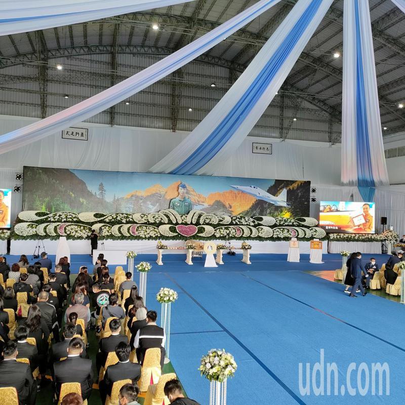 空軍司令部今天在台東志航基地舉辦殉職飛官羅尚樺公祭典禮。記者尤聰光/攝影