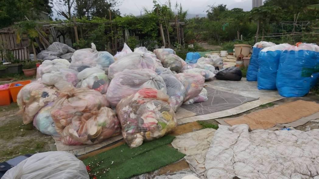 北市環保局查獲無照業者違法轉運廢棄物。  圖/北市環保局提供
