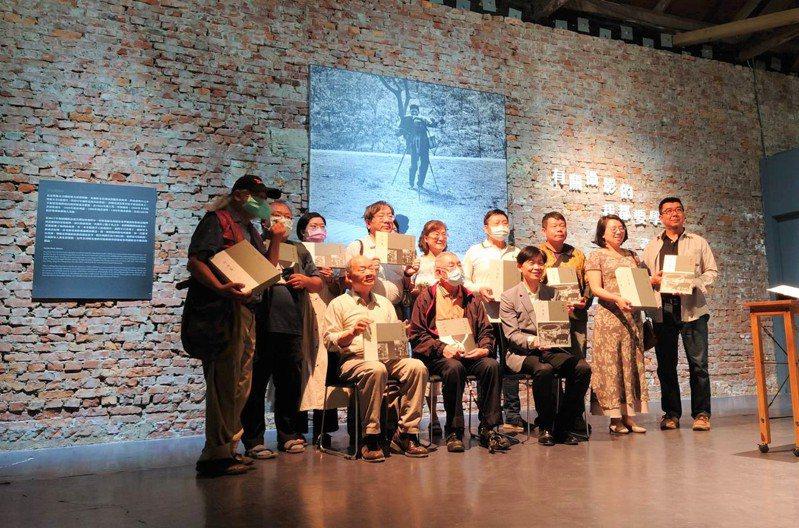 台南市文化局今天在蕭壟文化園區舉行台南府城攝影家《許淵富》新書發表。圖/文化局提供