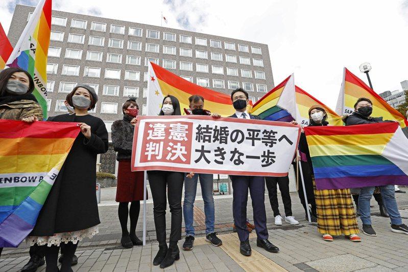 札幌地院法官明確提及「不承認同性婚姻是違憲」,為日本司法史頭一次。推動同志平權的人們因此十分振奮。路透