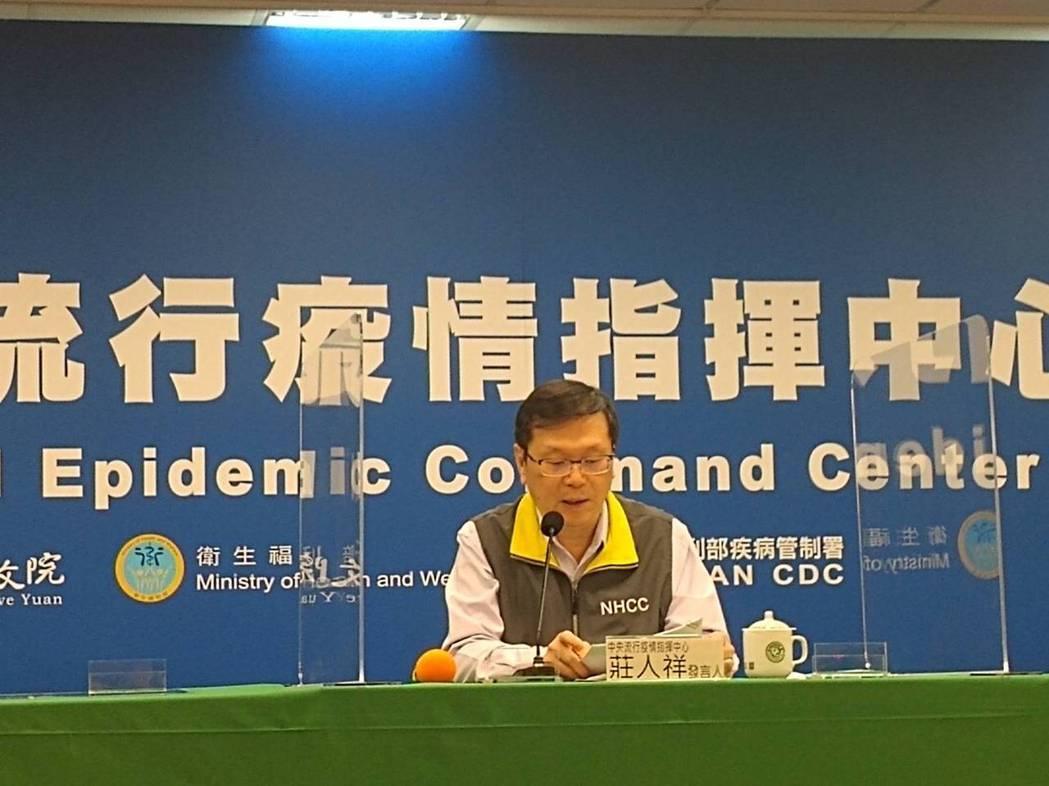 莊人祥表示,14日開始配發後,會先優先請醫療院所施打第二批的AZ疫苗,讓疫苗有效...