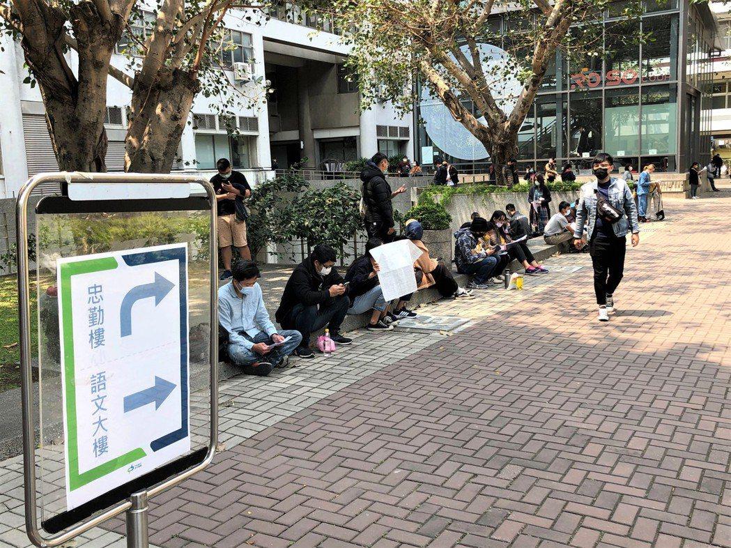 台中捷運綠線正式通車後,人力需求增加,中捷公開招考第一線人員釋出42名職缺、有2...