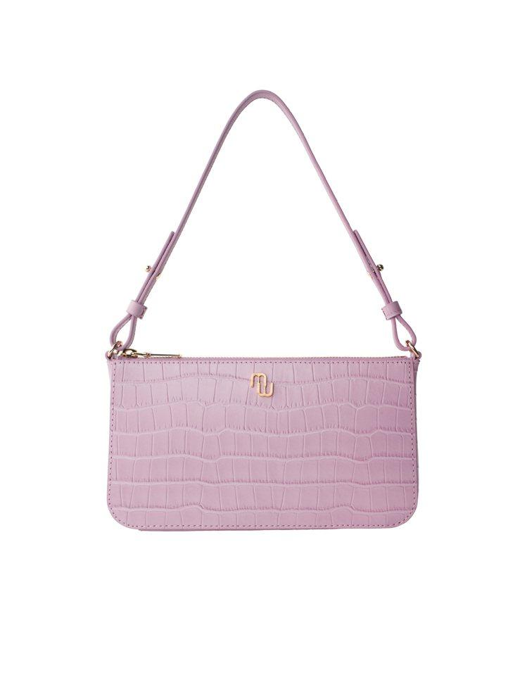 亞洲獨家粉色Stick Bag肩背小包,9,050元。圖/maje提供