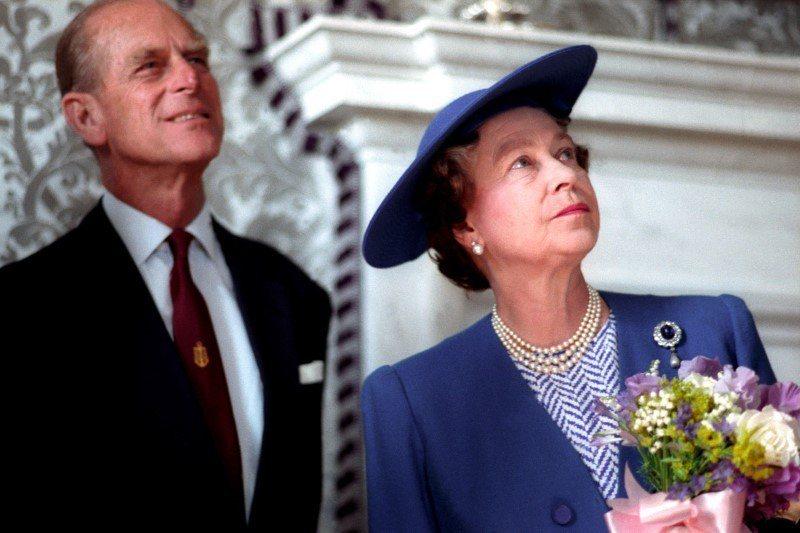 一個活躍、聰明的人,總是要走在女王後面一步並不容易。菲立普也感謝過伊麗莎白對他不時脫序言行的包容,談到婚姻相處,表示「看我就知道,伊麗莎白的脾氣有多好」。路透