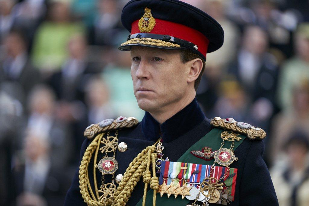 托拜亞斯曼齊司在「王冠」演中年時期的菲立普親王。圖/摘自Netflix