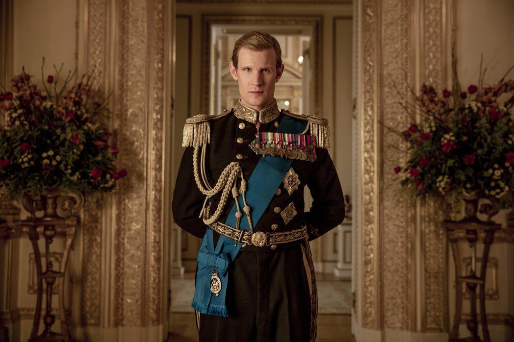 麥特史密斯在「王冠」扮演青年時期的菲立普親王。圖/摘自Netflix