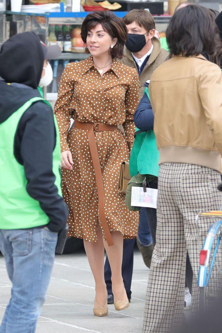 女神卡卡身上的圓點連身裙來自Max Mara 2021春夏系列,38,800元。...