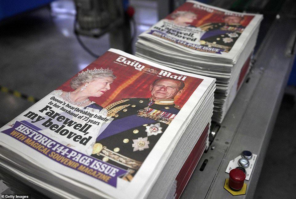 英國每日郵報破天荒印了114頁,厚得像本雜誌。(取自每日郵報)