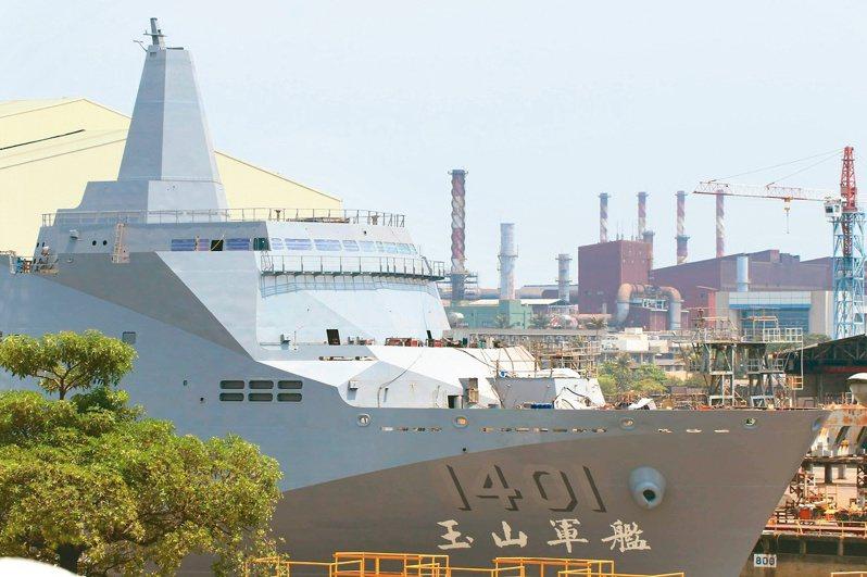 海軍新型兩棲船塢運輸艦命名為玉山軍艦,十三日舉行下水儀式。圖/讀者提供